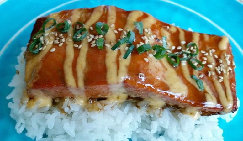 Honey Sriracha Salmon with Spicy & Sweet Mayo
