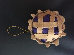Mini felt pie ornament