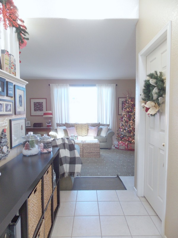 2015 holiday homes entryway and family room