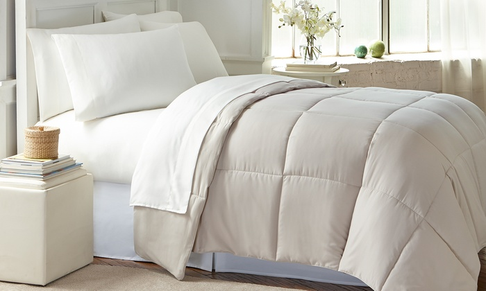 Wexley Home All-Seasons Down-Alternative Comforter