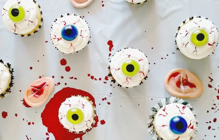 Halloween Dessert – Easy DIY Bloodshot Eyeball Cupcakes