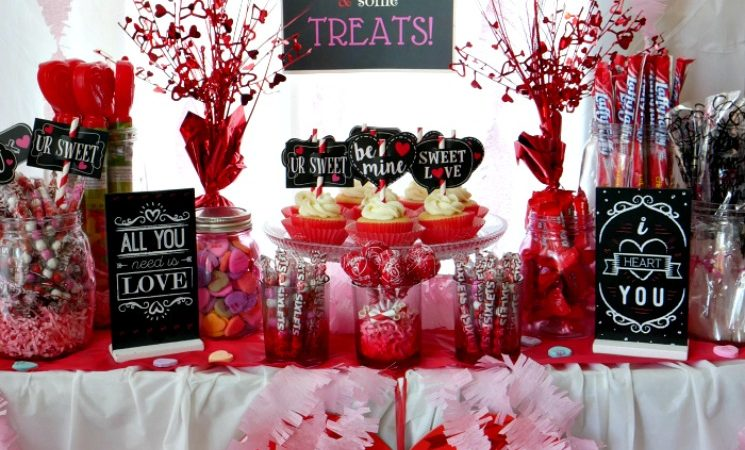 Valentine's Day Candy Buffet and FREE Candy Bar Printable