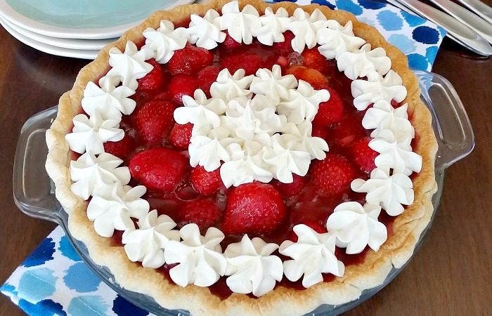 Fresh strawberry pie recipe with whipped topping