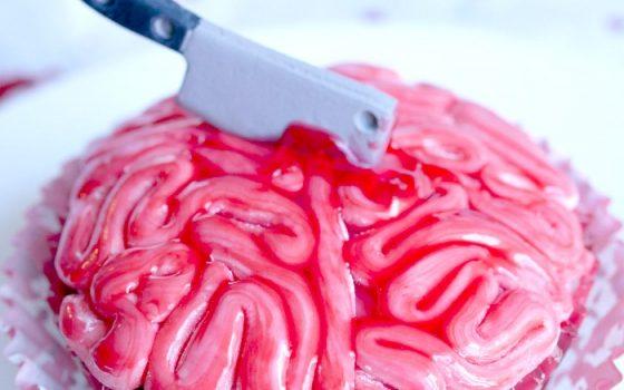 Bloody Fondant Brain Cupcakes
