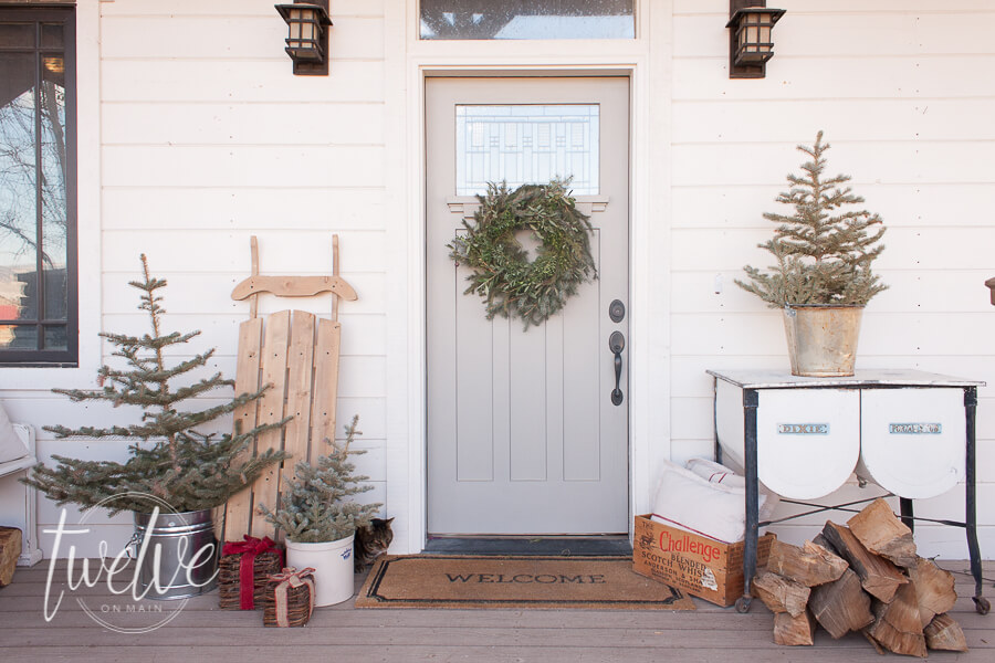 Farmhouse Christmas Porch and Entry