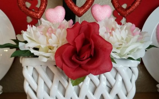 Valentine's Day Glitter Hearts Floral Arrangement – 5-minute Craft