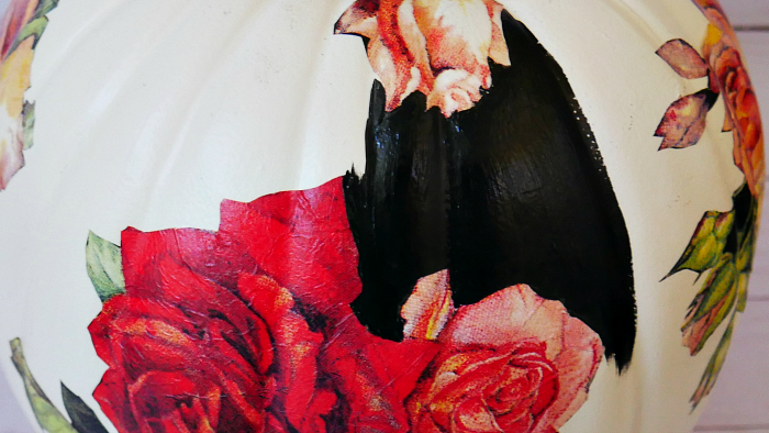 Paint between the decoupage roses with black paint