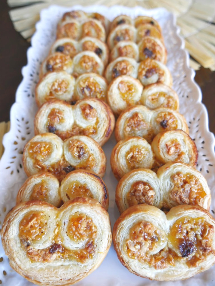 Granola Fruit Palmiers made with apricot preserves, granola cereal, and puff pastry. A great treat to enjoy with a warm drink. #palmiers #cookies #dessert