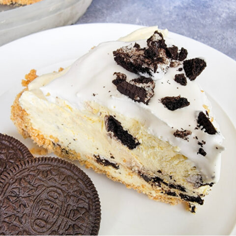No-bake Cookies and Cream Pie Slice